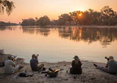 Flodhäst fotografering i solnedgången