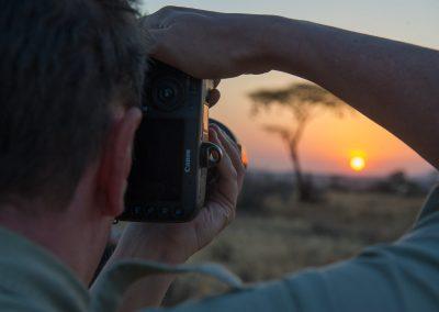 Fångar solnedgången i Afrika